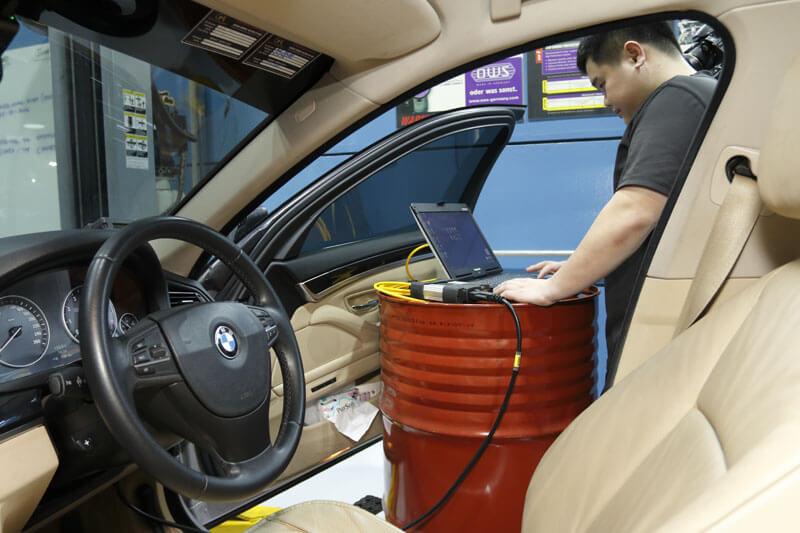 car servicing car diagnostics tools
